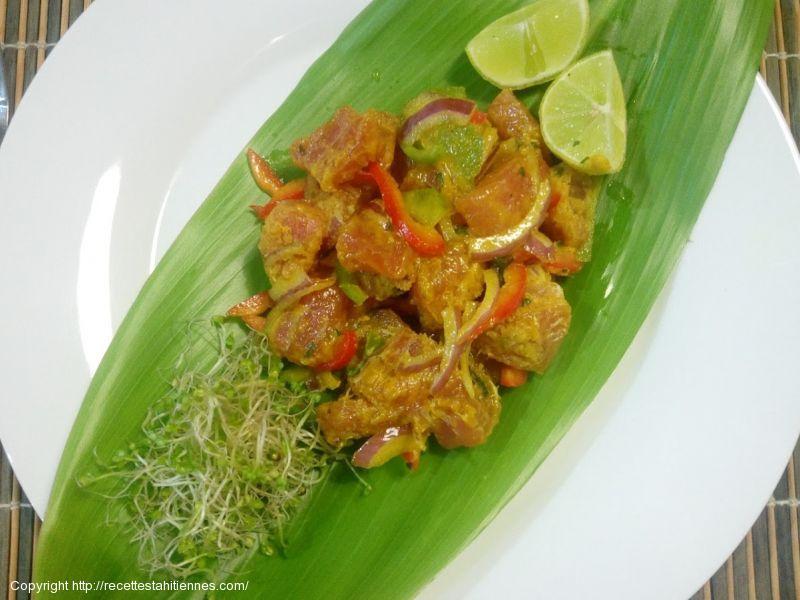 Poisson cru au curry et à l'huile de coco