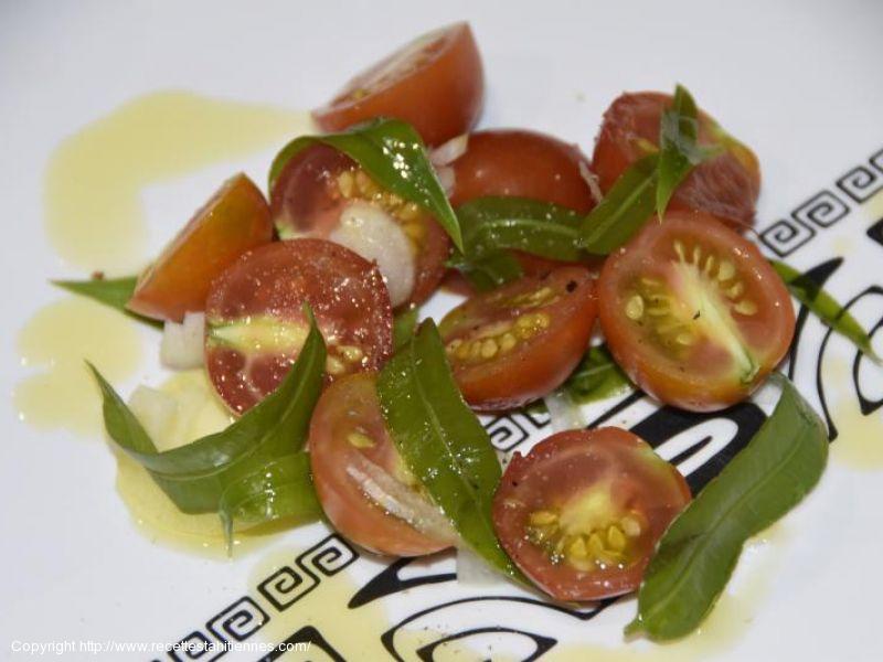 Salade de tomates cerises aux feuilles de Vi tahiti
